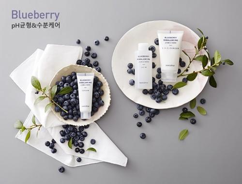 sua-rua-mat-innisfree-bluberry-rebalancing